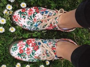 Desejo do Dia: troque o coturno pesadão da Dr. Martens pelo sapato floral