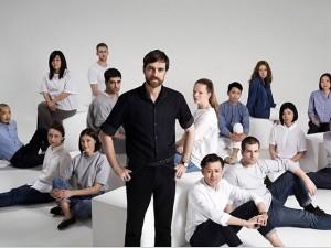 Christophe Lemaire assume direção criativa da Uniqlo em Paris