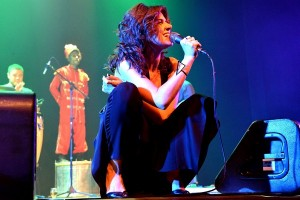 Mariana Aydar grava DVD com presença de maestro Letieres Leite