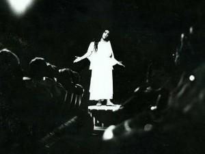 Regina Casé dá mergulho no túnel do tempo com monólogo hit dos 90's