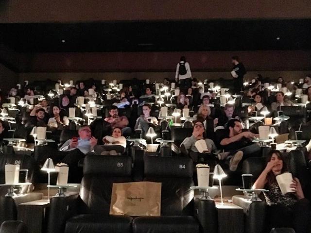 Sala lotada e ansiosa pelo começo do filme Créditos: reprodução instagram