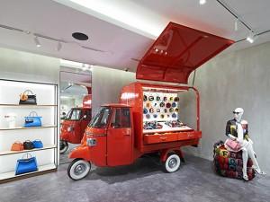 Fendi transforma Piaggio Ape em pop up para rodar EUA e Canadá