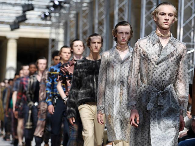 Fila final do desfile masculino de verão da Louis Vuitton