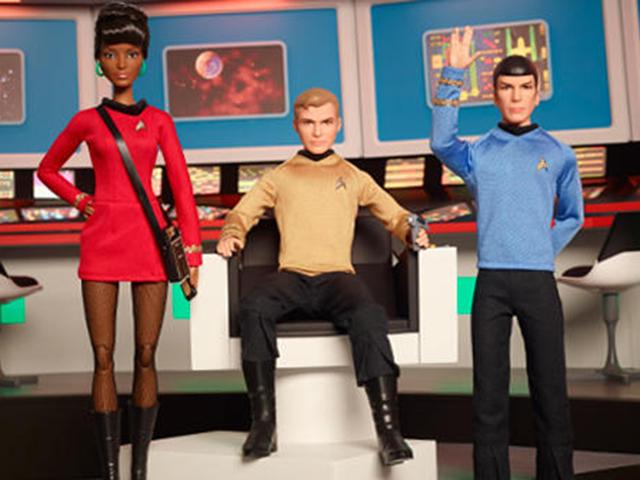 Uhura, Kirk, Spock em bonecos da Barbie || Créditos: Reprodução