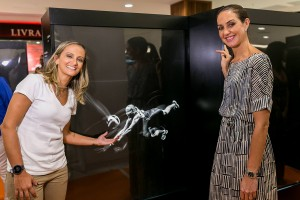 Atletas olímpicos reunidos em inauguração de exposição: vem espiar