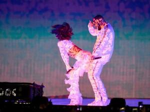 """Drake se declara em show de Rihanna: """"Estou ficando de coração partido"""""""