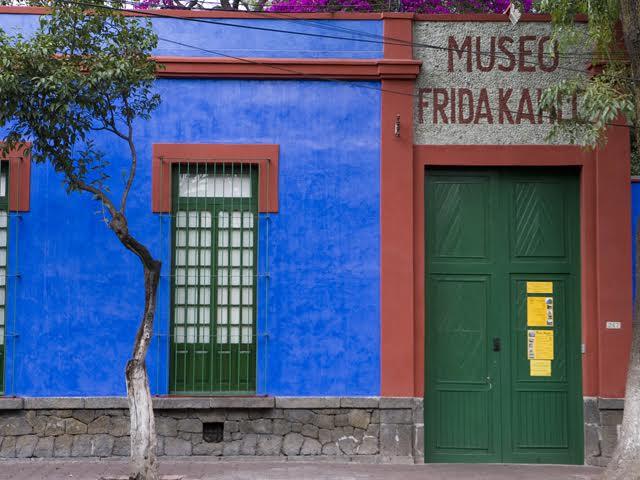 A fachada da casa de Frida Kahlo || Crédito: Getty Images