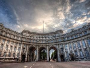 Apartamentos de prédio onde Churchill viveu são os mais caros de Londres