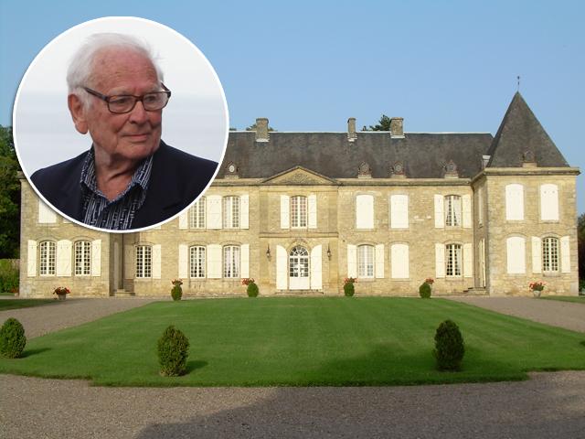 5d7c57e7cbe67 Aos 94 anos, Pierre Cardin troca festa de aniversário por mega desfile