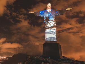 Cristo Redentor ganha projeção especial durante show de Ivete