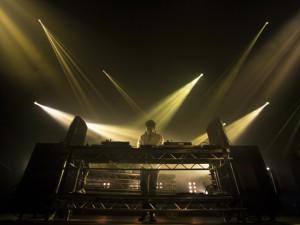 Jamie xx lança clipe passado em cidade réplica de Paris na China. Play!
