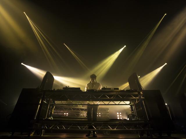 Jamie xx durante sua apresentação no Parklife Festival. no Reino Unido, deste ano
