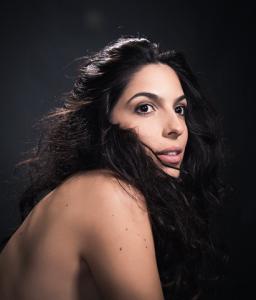 Illy: cantora revelação que tem Moreno Veloso como diretor de seu show