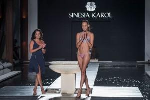 Sinesia Karol desfila verão 2017 de swimwear em Miami