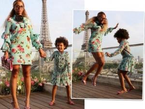 Beyoncé e Blue Ivy aparecem com looks gêmeos em frente à Torre Eiffel