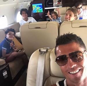 Pós-Eurocopa, Cristiano Ronaldo curte o verão de Ibiza com a família