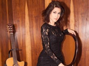 Marina de La Riva volta às origens cubanas em desfile de fast fashion