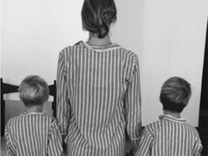 Fernanda Lima posta clique com os gêmeos vestindo pijamas iguais. Fofura!