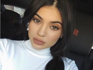Kylie Jenner entrega passo a passo de make pelo Snapchat