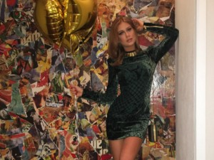 Marina Ruy Barbosa sai para festejar com vestido desfilado por Bella Hadid