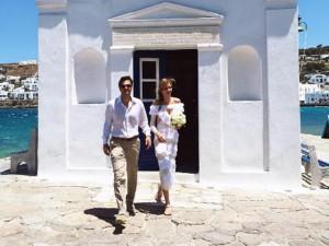 Ana Beatriz Barros e Karim El Chiaty dizem sim em Mykonos, mas os agitos continuam