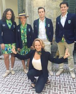 Flora e fauna tropical nos uniformes do desfile da Olimpíada, por Lenny Niemeyer