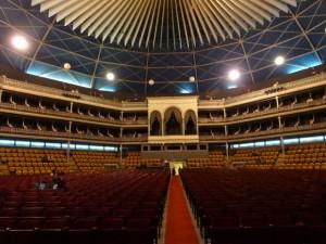 Caetano Veloso vai apresentar show solo no Coliseu de Lisboa