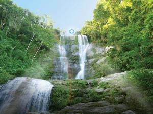 Artista Mariko Mori arma instalação em cachoeira por conta da Olimpíada