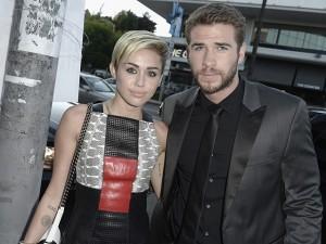 Miley Cyrus tatua no braço o alimento favorito de Liam Hemsworth