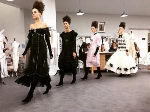 """Chanel leva ateliê de costura à passarela e faz couture para as """"millennials"""""""