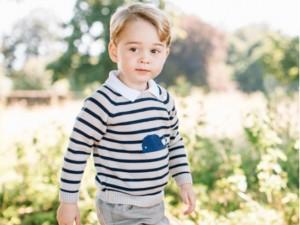 Já que é o dia dele, família real divulga novas fotos do pequeno príncipe George