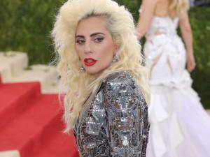 Ela voltou ao pop! Lady Gaga anuncia nome e data de novo single