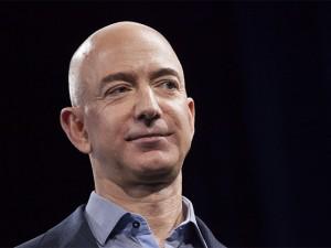 Jeff Bezos embolsa mais US$ 756 mi e pode pegar o título de Bill Gates