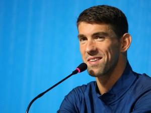 Ryan Lochte X Michael Phelps: enquanto um afunda, o outro salta!