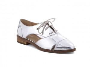 Desejo do Dia: look galáctico com o sapato oxford da Arezzo