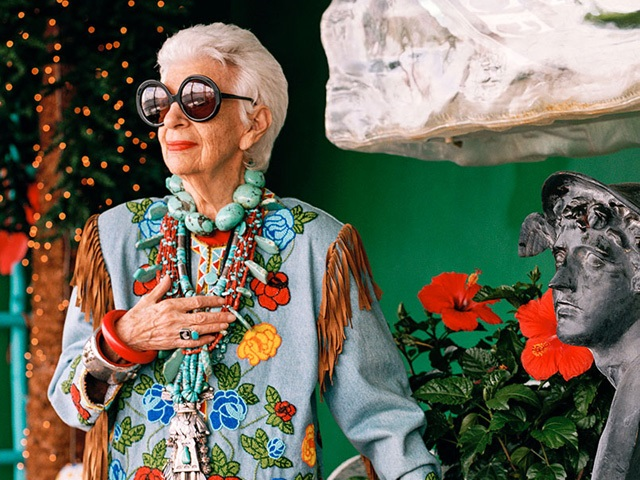 """""""Iris, uma vida de estilo"""" é dirigido pelo lendário documentarista Albert Maysles"""