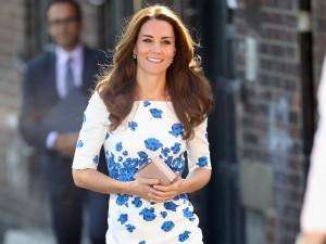 Kate Middleton segue repetindo vestidos e roubando a cena