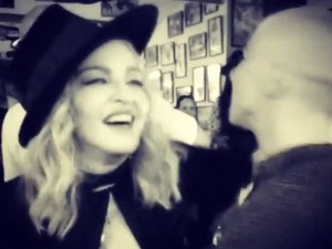 Madonna dança música cubana com o filho Rocco em noite de aniversário
