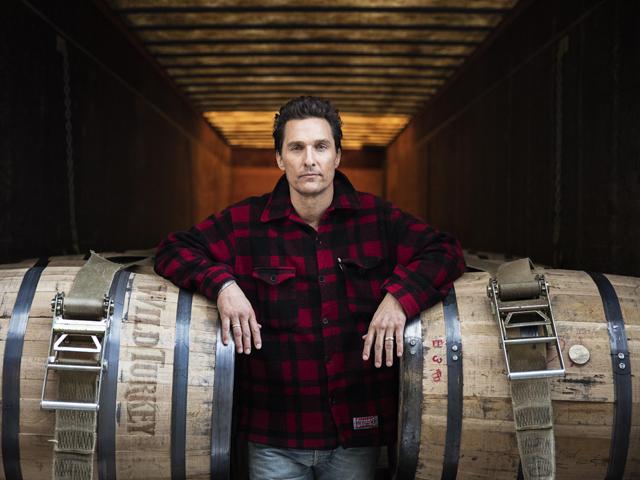 Sem gelo, Matthew McConaughey é o novo criativo da Wild Turkey