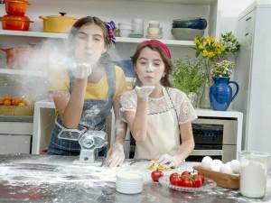 Minichefs Ivana Coelho e Sofia Bresser lançam canal no YouTube. Mãos à obra!