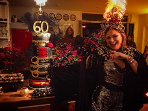 Fafá de Belém comemora 60 anos de vida e 40 de carreira em clima fetiche