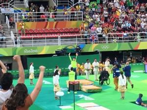 Cliques da Vila Olímpica em dia de vitória histórica brasileira