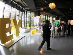 EY inaugura centro de hospitalidade para os Jogos Olímpicos