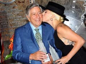 Lady Gaga e Stevie Wonder cantam no aniversário de Tony Bennett. Play!