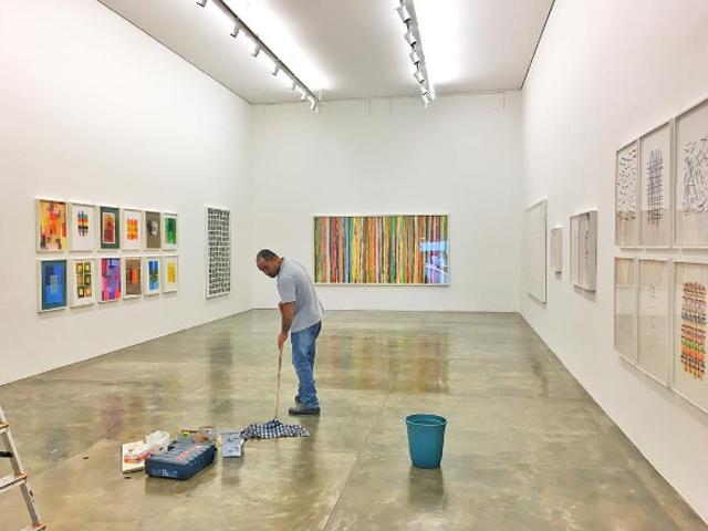 """Tudo pronto para inauguração da """"Handmade"""", mostra de Vic Muniza na Galeria Ros"""
