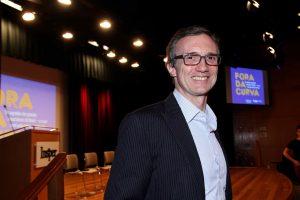 Lançamento de livro e painel com investidores lota o auditório do Insper