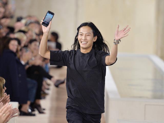 Alexander Wang no desfile de primavera/verão 2016 da Balenciaga em Paris Getty Images)