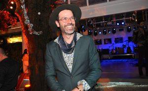Festa animada e show surpresa no aniversário de Gustavo Zylbersztajn