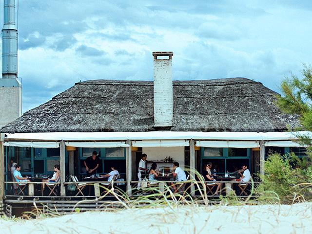 Fachada do Parador La Huella, instalado em Jose Ignacio, no Uruguai || Crédito: Divulgação