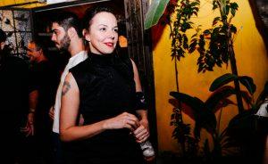 """Lia Paris lança EP """"Lva Vermelha"""" no Centro Cultural Rio Verde"""